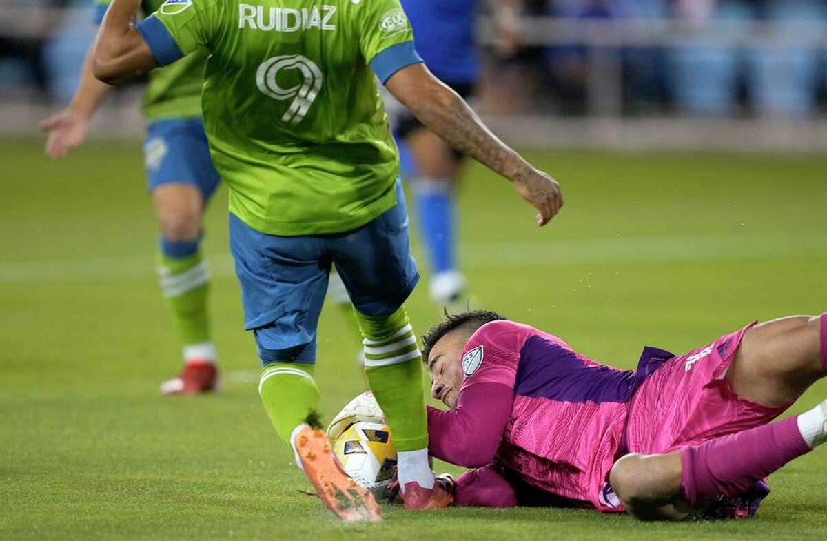 Earthquakes goalkeeper JT Marcinkowski blocks a shot by Seattle forward Raul Ruidiaz during the first half in San Jose.