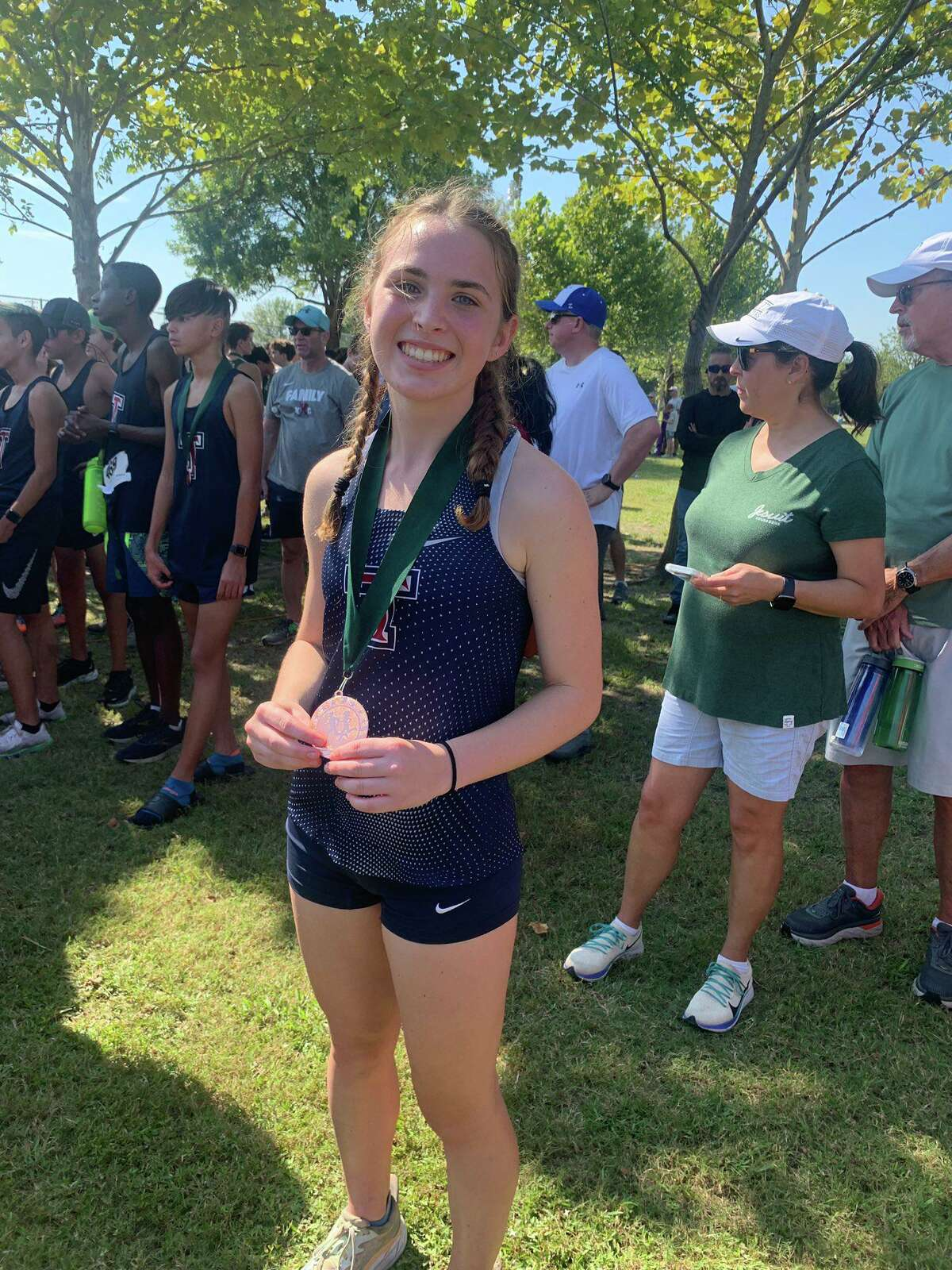 Tompkins junior Courtney Richman maintained her medal streak with a 10th-place finish among more than 280 runners in the girls 6A race at the McNeil Invitational in Round Rock.