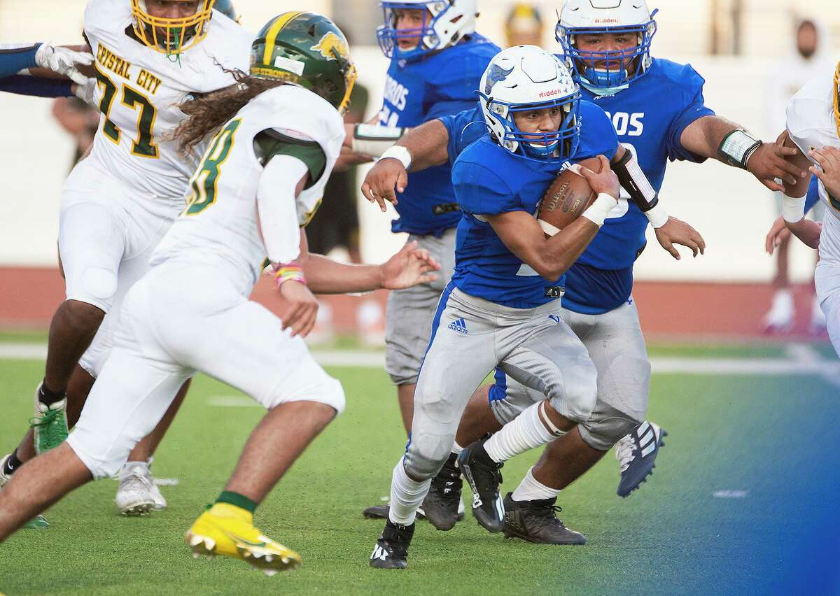Cigarroa High School's Edwin Reyes runs the ball during a game against Crystal City High School, Friday, Sept. 17, 2021, at Shirley Field.