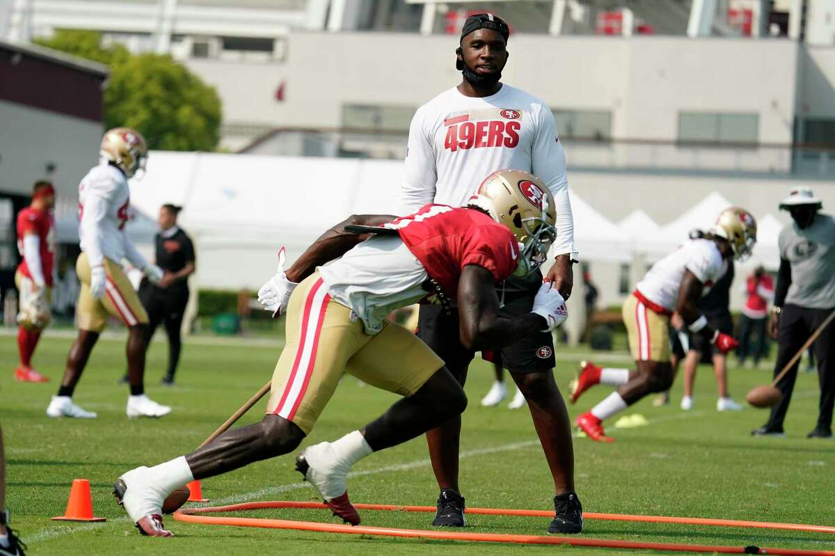 San Francisco 49ers assistant coach DeMeco Ryans runs a drill during NFL football practice in Santa Clara, Calif., Sunday, Aug. 23, 2020.