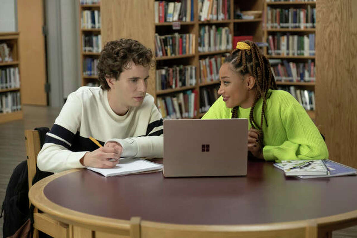 """This mage released by Universal Pictures shows Ben Platt, left, and Amandla Stenberg in a scene from """"Dear Evan Hansen."""""""