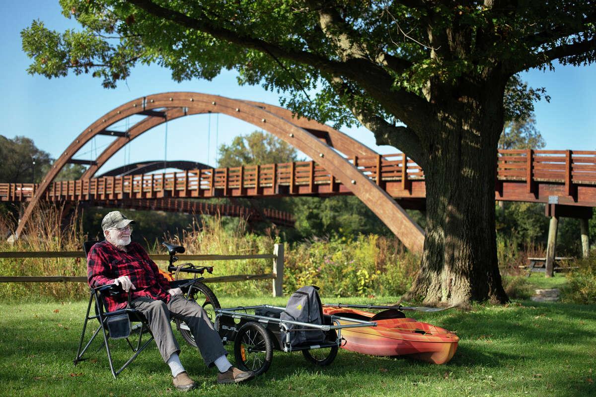 John Robinson of Midland relaxes near the Tridge Friday, Oct. 1, 2021 in Midland. (Katy Kildee/kkildee@mdn.net)