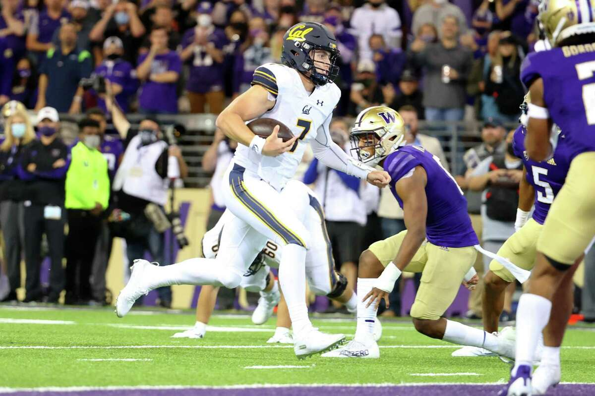 SEATTLE, WASHINGTON - SEPTEMBER 25: Chase Garbers #7 of the California Golden Bears runs for a touchdown during the fourth quarter against the Washington Huskies at Husky Stadium on September 25, 2021 in Seattle, Washington. (Photo by Abbie Parr/Getty Images)