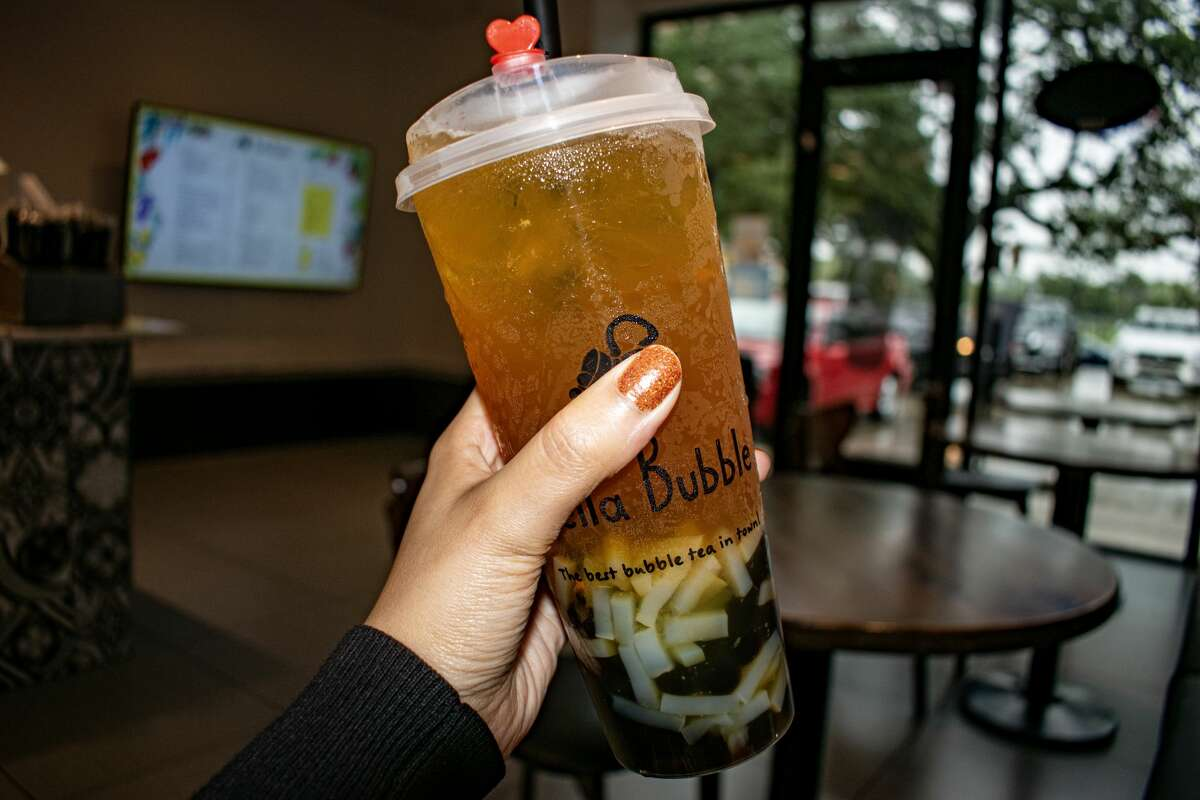 Hella Bubble's mango passion fruit green tea with boba and lychee jelly is my new favorite drink.