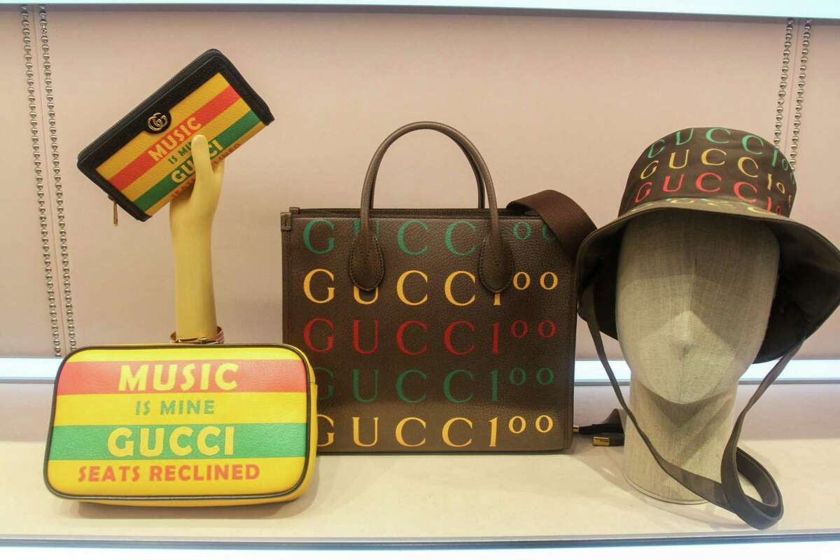 The arrival of a brand new series of Gucci Pop-Ups, dedicated to Gucci 100: the collection that pays tribute to the centennial of the Maison. The Galleria in Houston received one of the five pop-ups worldwide on October 1, 2021.