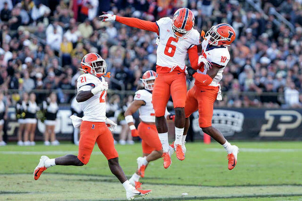 Illinois wide receivers Deuce Spann (6) and Desmond Dan Jr. (10) celebrate during the fourth quarter last Saturday against Purdue in West Lafayette, Ind.