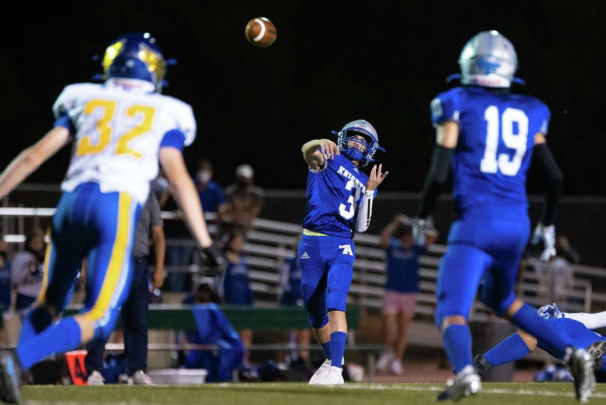 St. Augustine High School Stellan Deutsch passes the ball during a game against Christian School at Castle Hills, Friday, Oct. 1, 2021 at Montes Field.