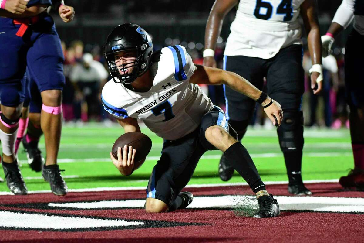 Shadow Creek's Duke Butler (7) scores a touchdown against Dawson during the first half of a District 23-6A high school football game at Pearland ISD Stadium on Friday, Oct. 1, 2021, in Pearland, Texas.