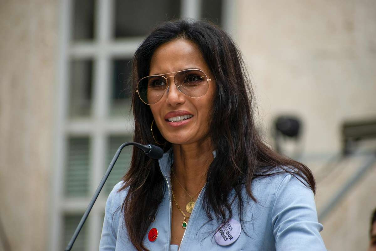 """Padma Lakshmi and Gail Simmons from """"Top Chef"""" join the Houston Women's March."""