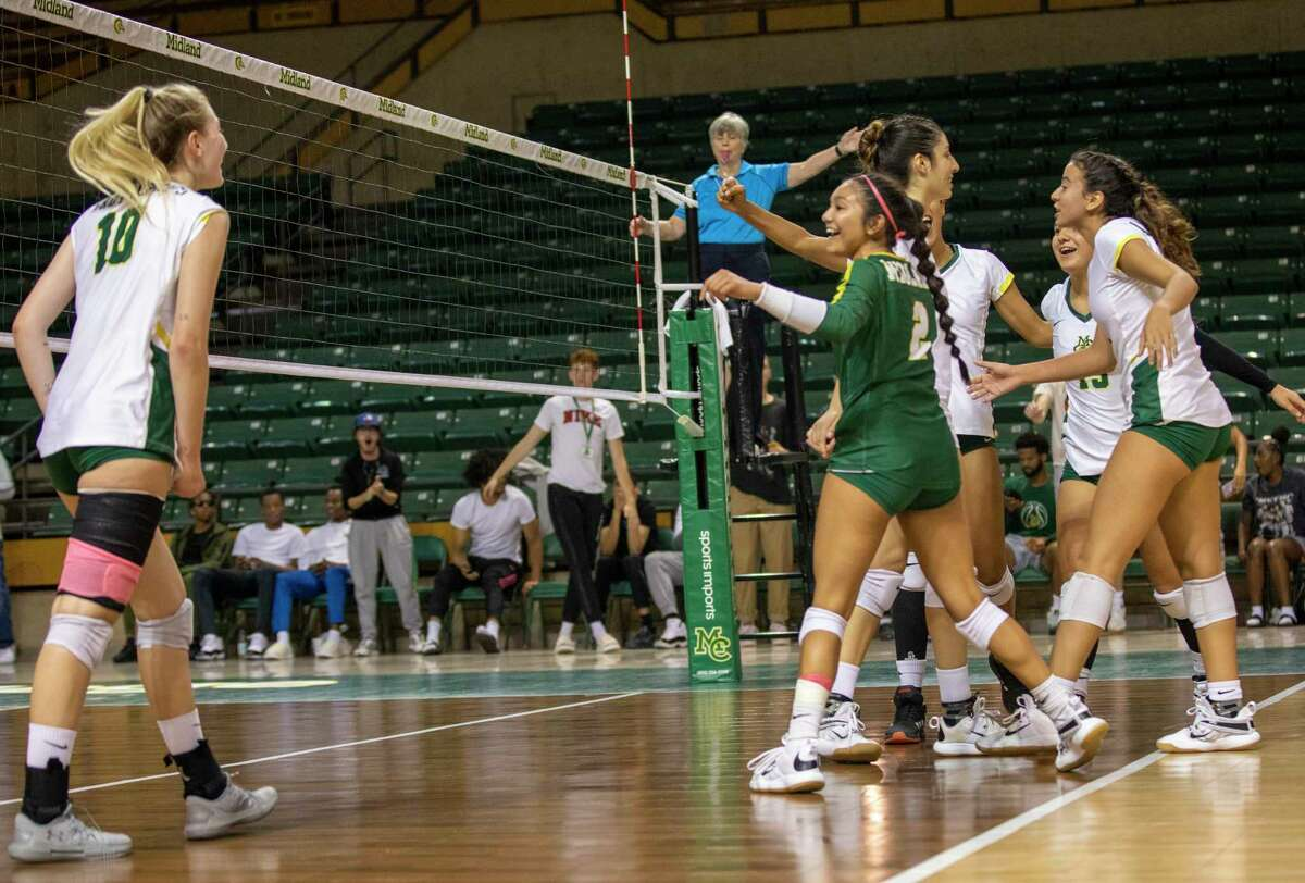 Midland College players celebrate after Petra Fernandez (10) scores a point Saturday, Oct. 2, 2021 at Chaparral Center. Jacy Lewis/Reporter-Telegram