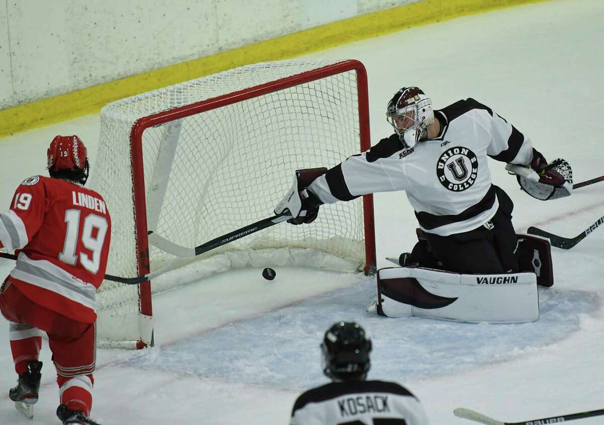 RPI's Ture Linden (19) scores against Union in an exhibition game last week. Linden, a co-captain for the Engineers, says the team has the feeling it had two years ago when the Engineers were playing well at the end of the season.