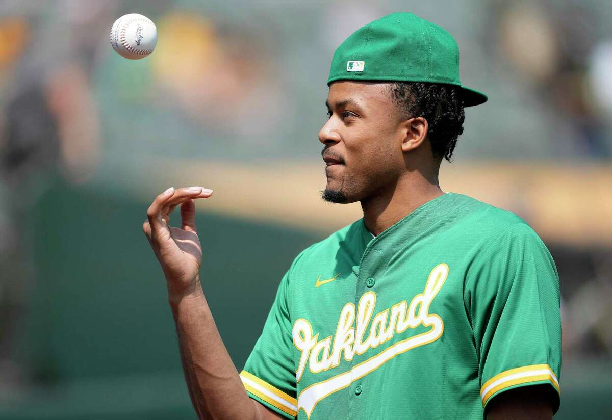 OAKLAND, CALIFORNIA - AUGUST 28: Golden State Warriors 2021 first round draft pick Moses Moody prepares to throw out the ceremonial first pitch prior to the start of the game between the New York Yankees and Oakland Athletics at RingCentral Coliseum on August 28, 2021 in Oakland, California. (Photo by Thearon W. Henderson/Getty Images)