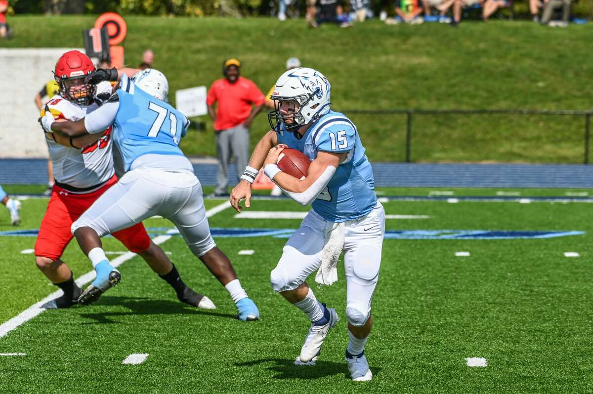 Northwood's Ty Cox looks for room to run during Saturday's game against Ferris State, Oct. 2, 2021.