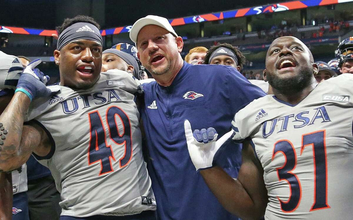 UTSA head coach Jeff Traylor celebrates with his team at the end of the game. UTSA defeats UNLV 24-17 on Saturday, Oct. 2, 2021.