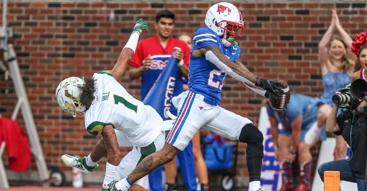 Southern Methodist Mustangs wide receiver Reggie Roberson Jr. (21) runs to the end zone for a touchdown during the game between SMU and USF on October 2, 2021 at Gerald J. Ford Stadium in Dallas, TX. (Photo by George Walker/Icon Sportswire via Getty Images)