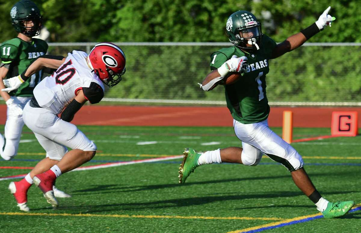Norwalk running back Cam Edwards scores a touchdown against Cheshire on Saturday.