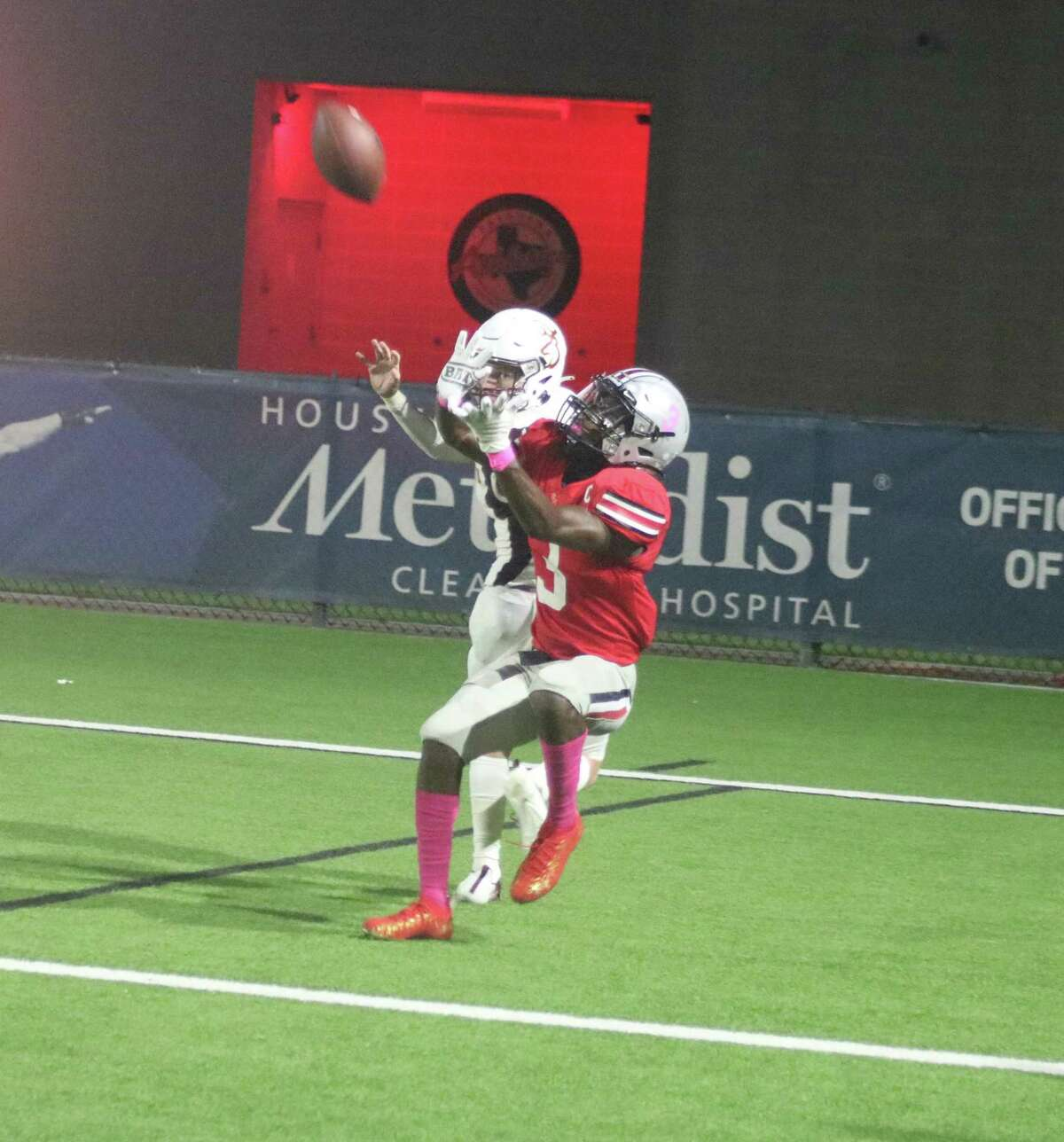 South Houston's Kendrick Banks prepares to haul in a 31-yard touchdown pass in the third quarter, getting the Trojans within seven but no closer.