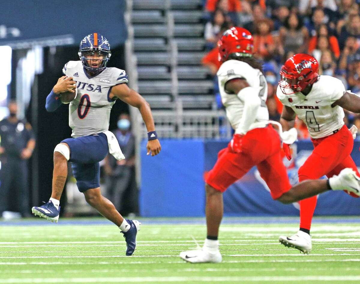 UTSA quarterback Frank Harris runs for yardage after catching his own pass. UTSA defeats UNLV 24-17 on Saturday, Oct. 2, 2021.