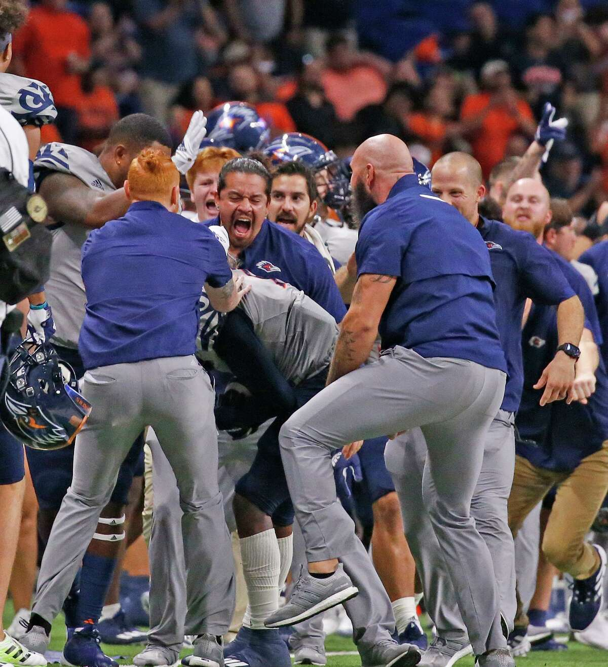 UTSA Dadrian Taylor (7) is surrounded after a successful kick-off against UNLV. UTSA defeats UNLV 24-17 on Saturday, Oct. 2, 2021.