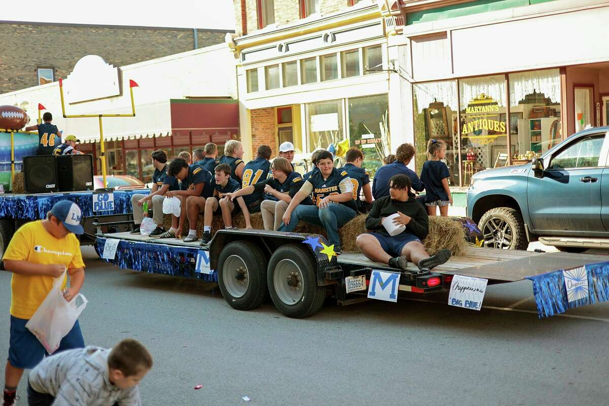 A float rolls down River Street on Friday afternoon as part of Manistee High School's homecoming festivities. (Jeff Zide/News Advocate)