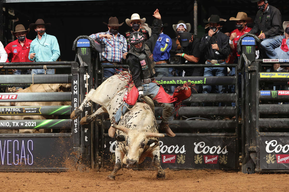 Photos and results from San Antonio PBR invitational Saturday night at the AT&T Center.