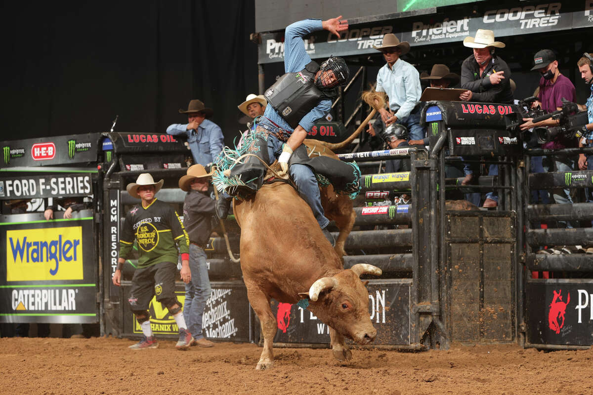 Photos and results from San Antonio PBR invitational at the AT&T Center Saturday night.