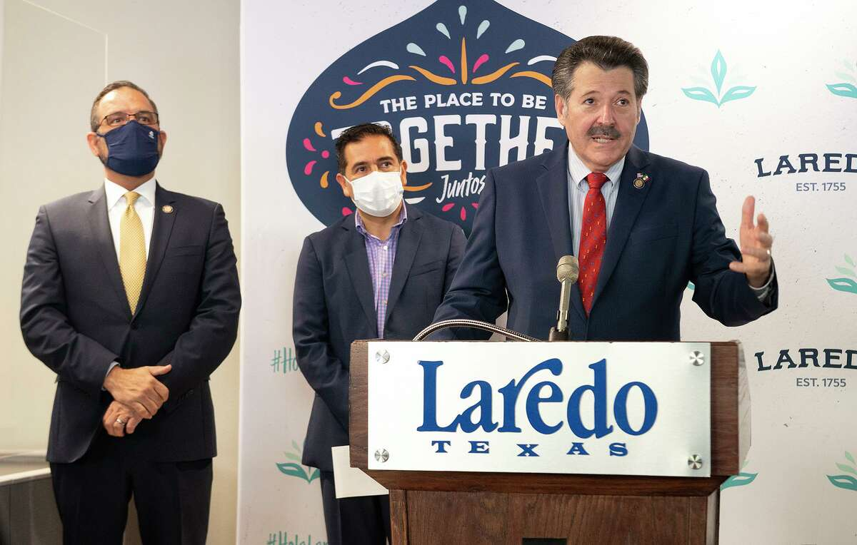 City Manager Robert Eads joins City of San Mateo Atenco Mayor Julio Cesar Serrano Gonzalez as Laredo Mayor Pete Saenz speaks about the partnership between both cities Thursday, July 29, 2021, as the City of Laredo welcomes the delegation at the Laredo Convention & Visitors Bureau.