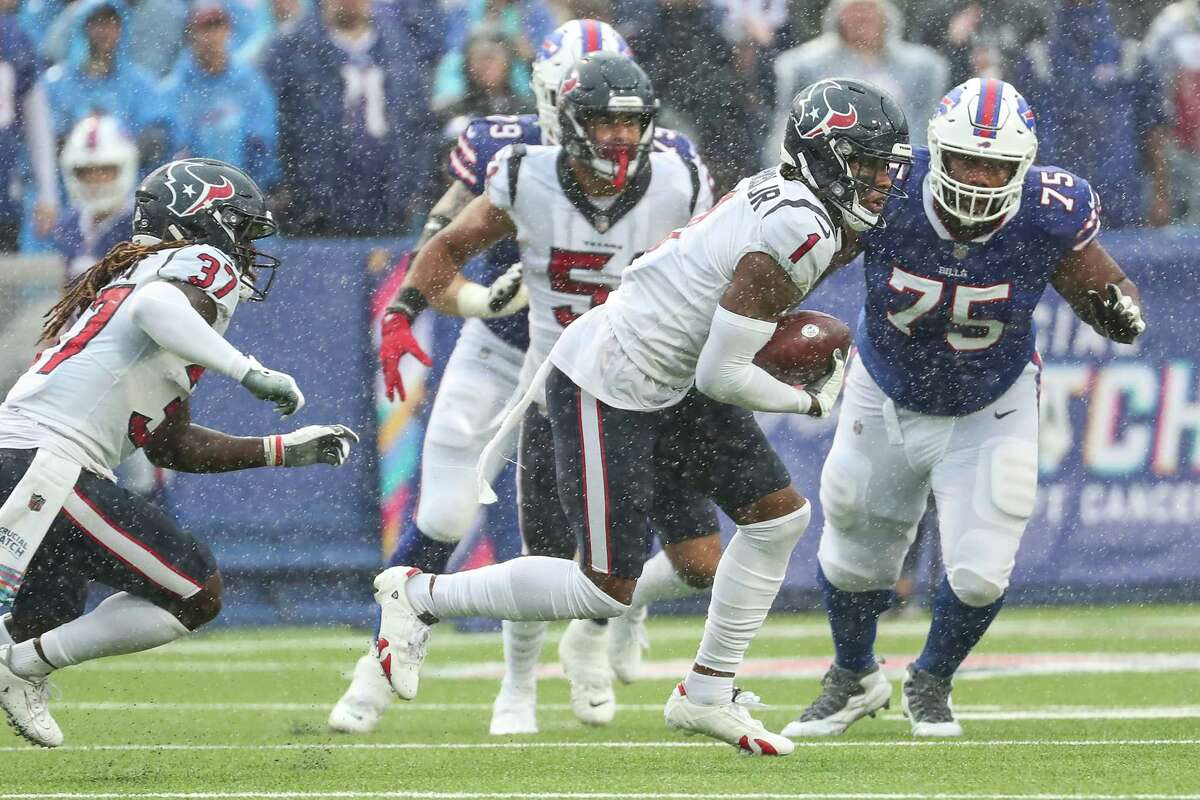 Texans safety Lonnie Johnson (1) pulled down an interception against the Bills that was the product of an effective pass rush.