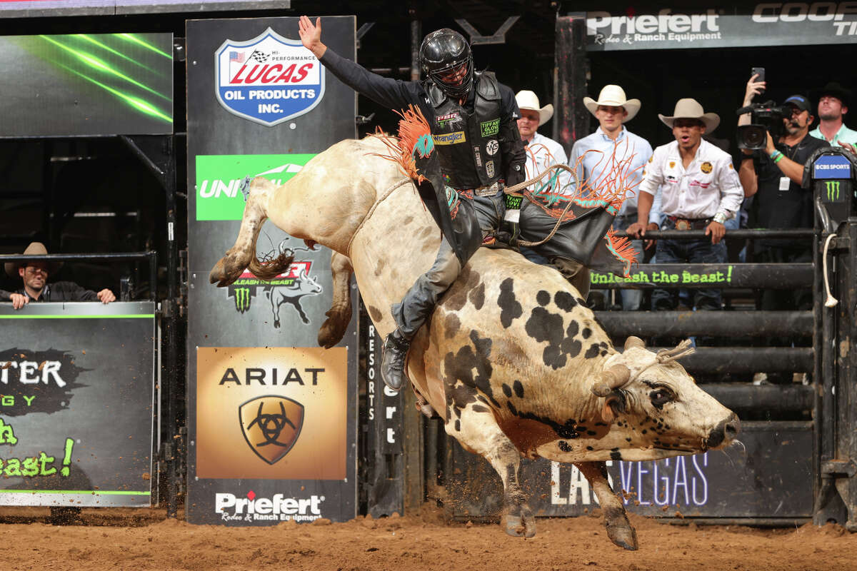 Cody Jesus rides Time Bomb for 89.25 points in San Antonio.