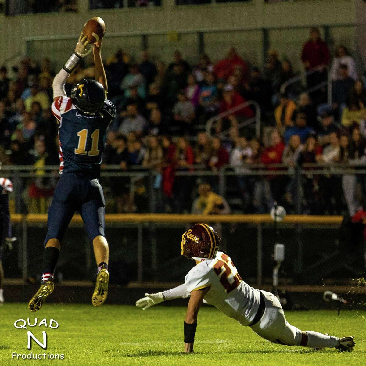 Bad Axe's Keaton Braun catches a pass (Quad N Productions/For the Tribune)