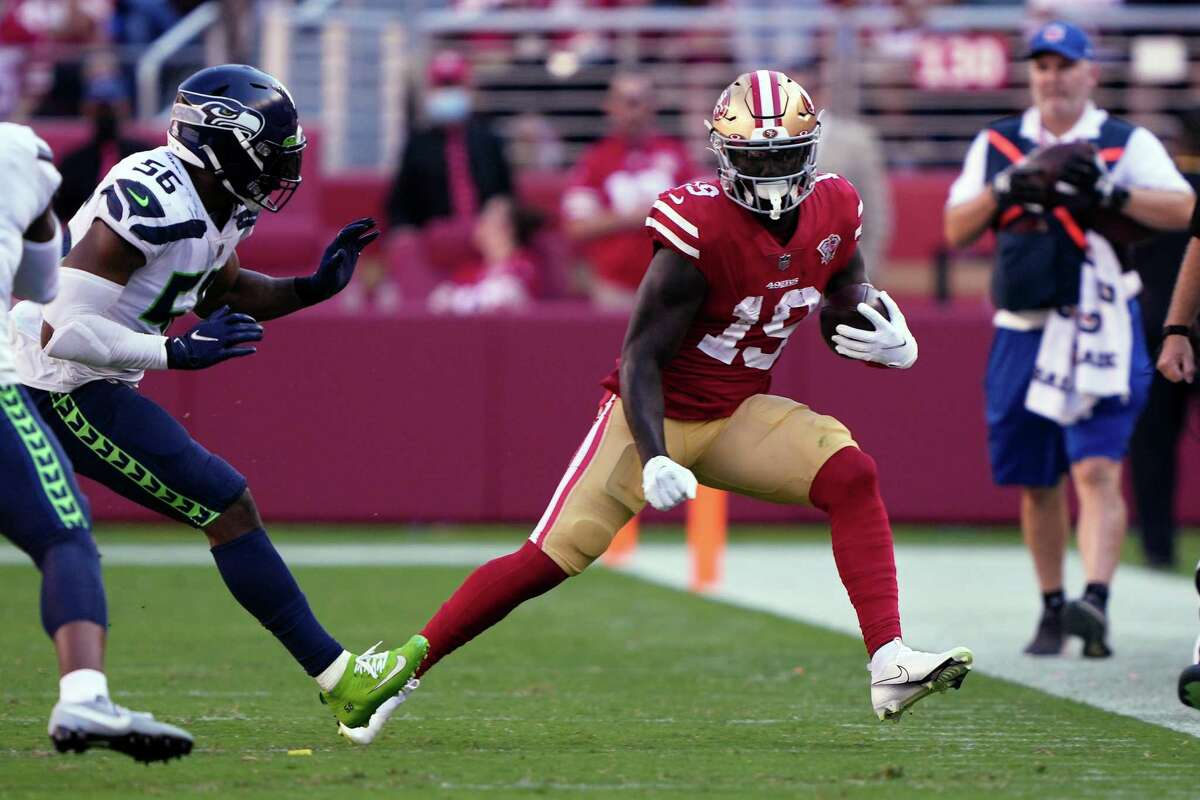 SANTA CLARA, CALIFORNIA - OCTOBER 03: Deebo Samuel #19 of the San Francisco 49ers runs the ball after a catch during the second half against the Seattle Seahawks at Levi's Stadium on October 03, 2021 in Santa Clara, California. (Photo by Thearon W. Henderson/Getty Images)
