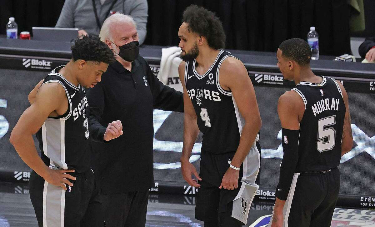 CHICAGO, ILLINOIS - MARCH 17: Head coach Gregg Popovich of the San Antonio Spurs talks with (L-R) Keldon Johnson #3, Derrick White #4 and Dejounte Murray #5 of the San Antonio Spurs during a break against the Chicago Bulls at the United Center on March 17, 2021 in Chicago, Illinois. The Spurs defeated the Bulls 106-99. NOTE TO USER: User expressly acknowledges and agrees that, by downloading and or using this photograph, User is consenting to the terms and conditions of the Getty Images License Agreement. (Photo by Jonathan Daniel/Getty Images)