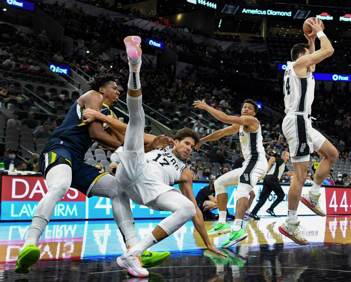 Some of Spurs newest players got to show off last night.