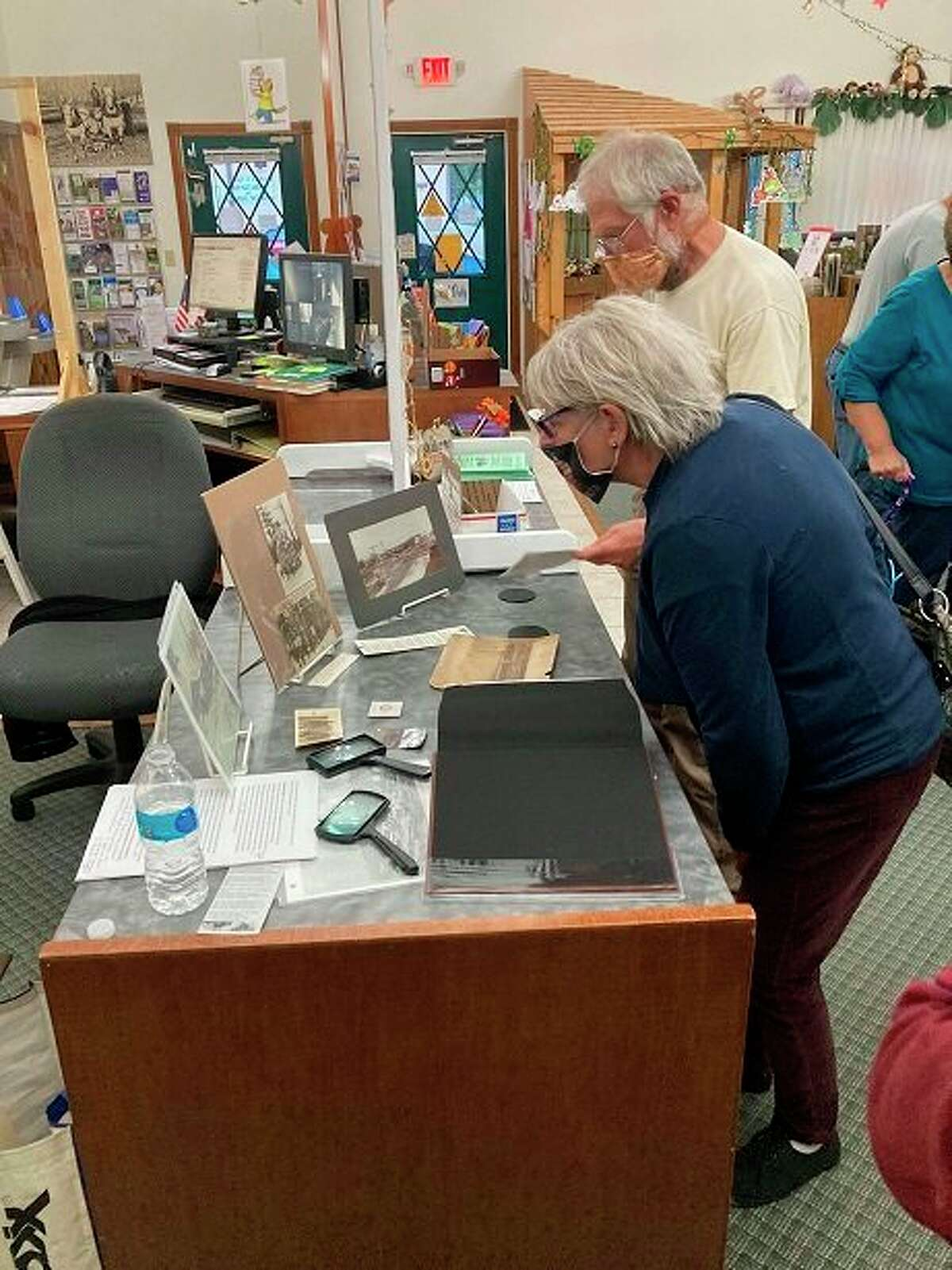 The logging history presentation was well attended. Visitors viewed the displays. (Courtesy photo)
