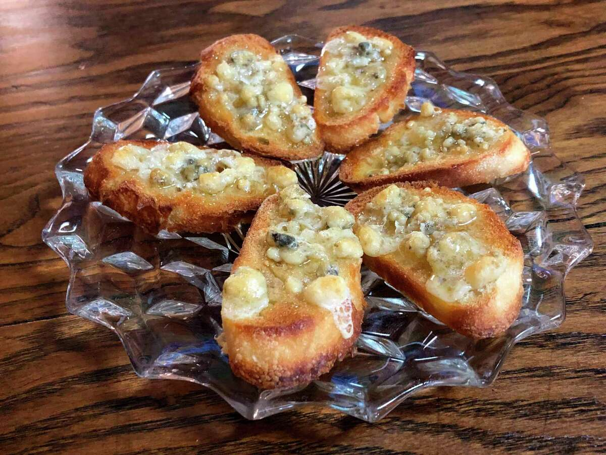 One of the hot plate appetizers at Grape Beginnings Winery is a gorgonzola cheese and honey bruschetta, a balanced combination of sweet and salty. (Victoria Ritter/vritter@mdn.net)