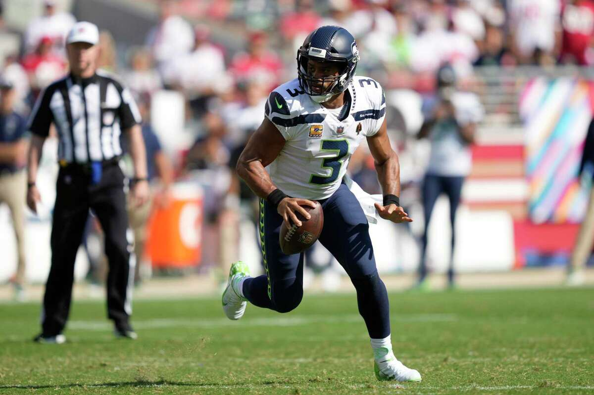 Quarterback Russell Wilson and the Seahawks host the Rams at 5:20 p.m. Thursday (Channel 2, Channel 40, NFL Network/1050).