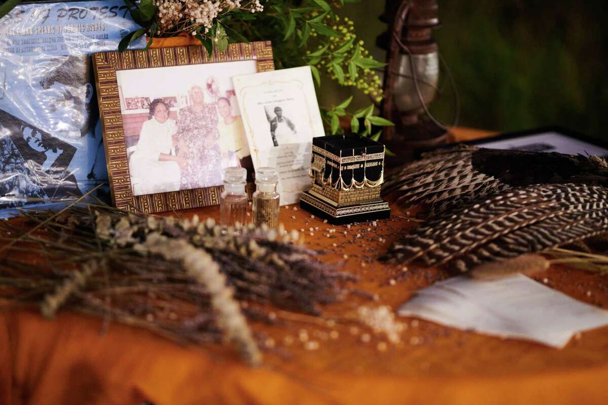 The alter where dinner guests brought items to honor their ancestors.