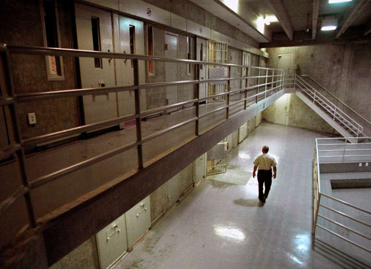 The governor has vetoed a measure to guarantee prisoners a legal right to in-person visitations.