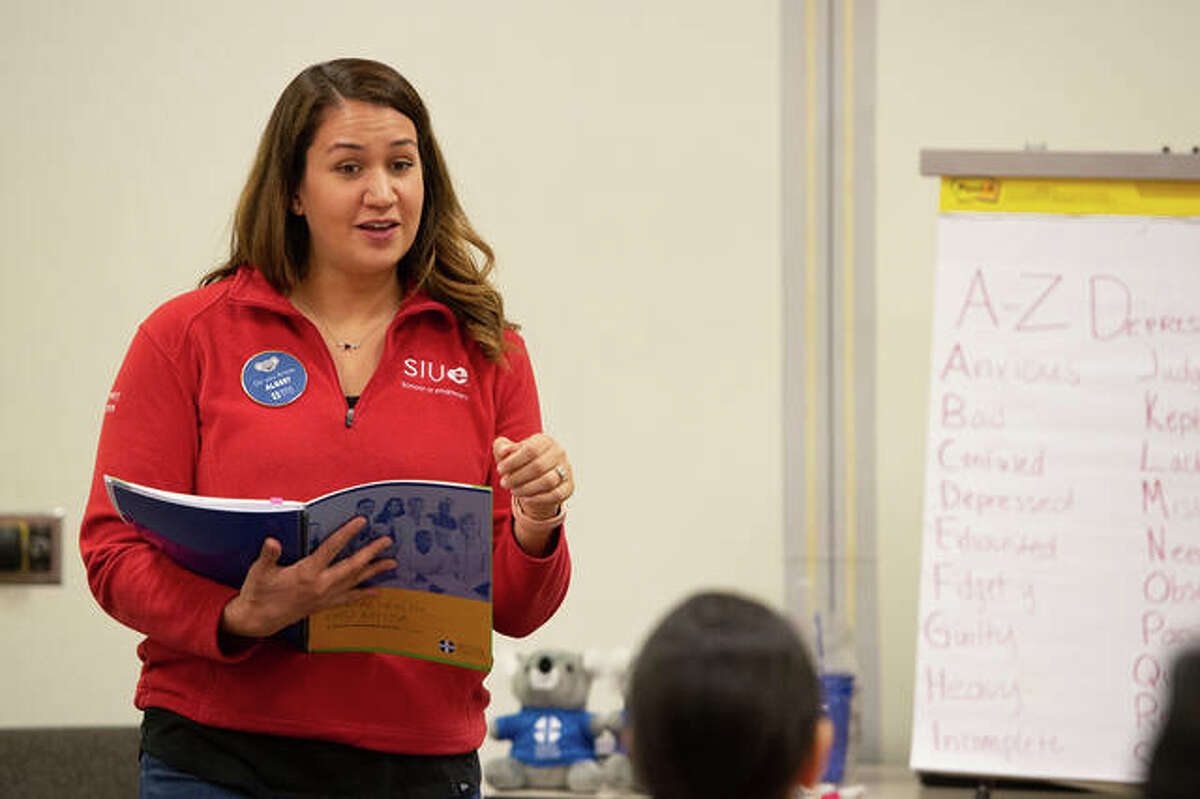 Misty Gonzalez, a clinical associate professor for the SIUE School of Pharmacy (SOP), teaches a Mental Health First Aid training course for SOP students.