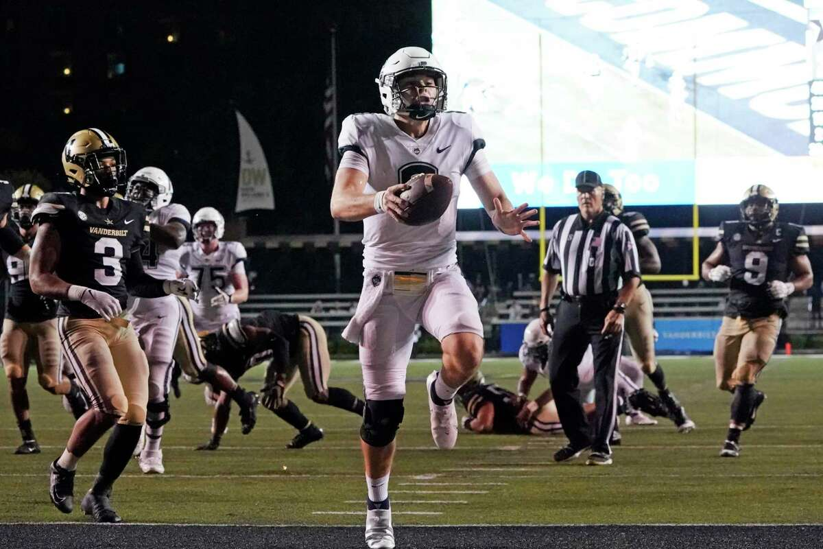 UConn quarterback Steven Krajewski (8) scores a touchdown on a 17-yard run against Vanderbilt last Saturday in Nashville, Tenn.