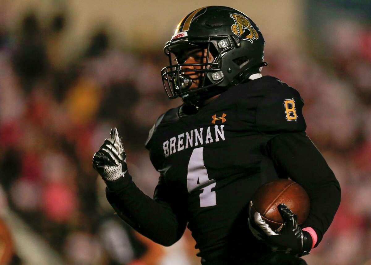 Brennan running back Jason Love (4) makes a touchdown during the first quarter against the Taft Raiders at Gustafson Stadium in San Antonio, Texas, Thursday, Oct. 7, 2021. The Bears defeated the Raiders 42-28.