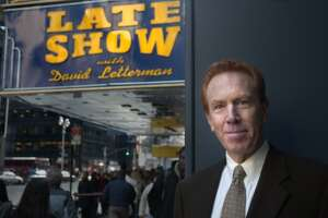 """Longtime """"Late Show with David Letterman"""" announcer Alan Kalter outside the Ed Sullivan Theater on Broadway in New York on Nov. 20, 2003. Kalter, a longtime Stamford, Conn., resident, died Monday at age 78."""