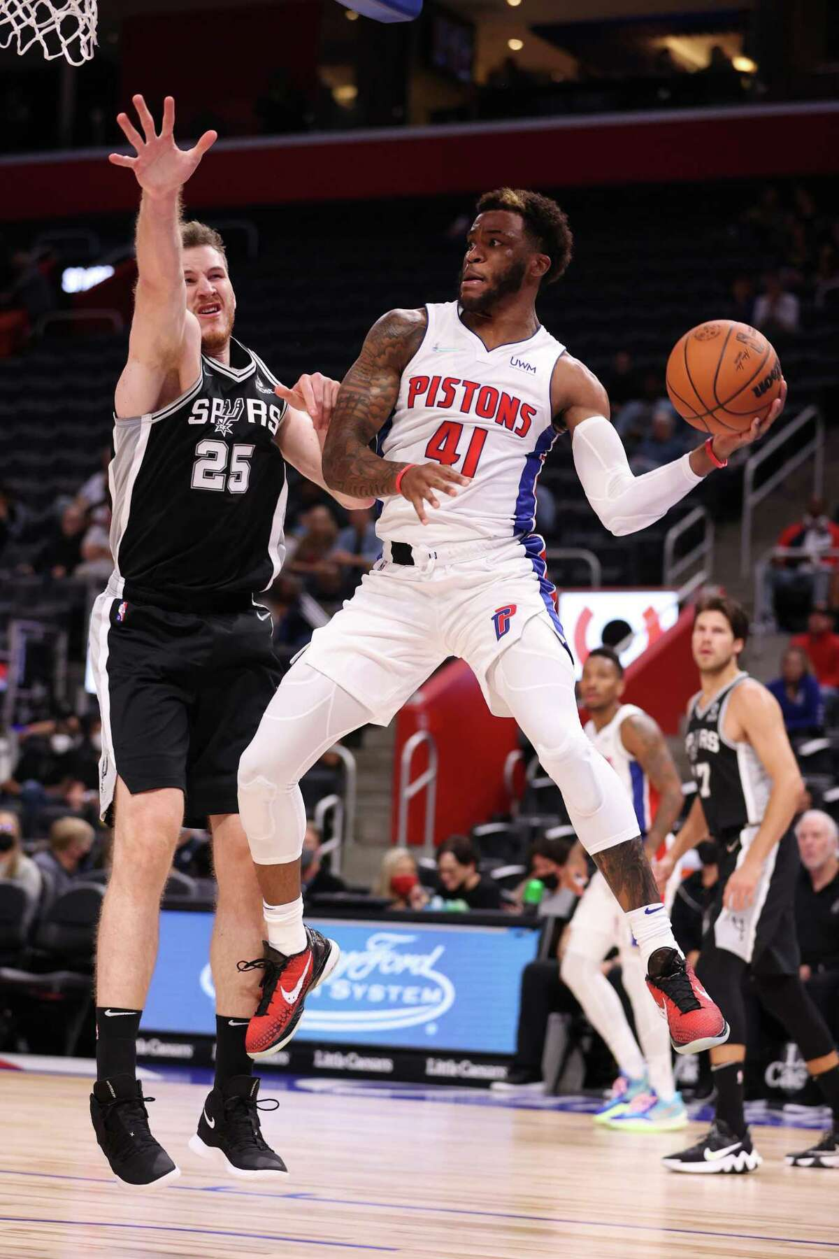 DETROIT, MICHIGAN - OCTOBER 06: Saddiq Bey #41 of the Detroit Pistons passes away from Jakob Poeltl #25 of the San Antonio Spurs during a preseason game at Little Caesars Arena on October 06, 2021 in Detroit, Michigan. NOTE TO USER: User expressly acknowledges and agrees that, by downloading and or using this photograph, User is consenting to the terms and conditions of the Getty Images License Agreement. (Photo by Gregory Shamus/Getty Images)