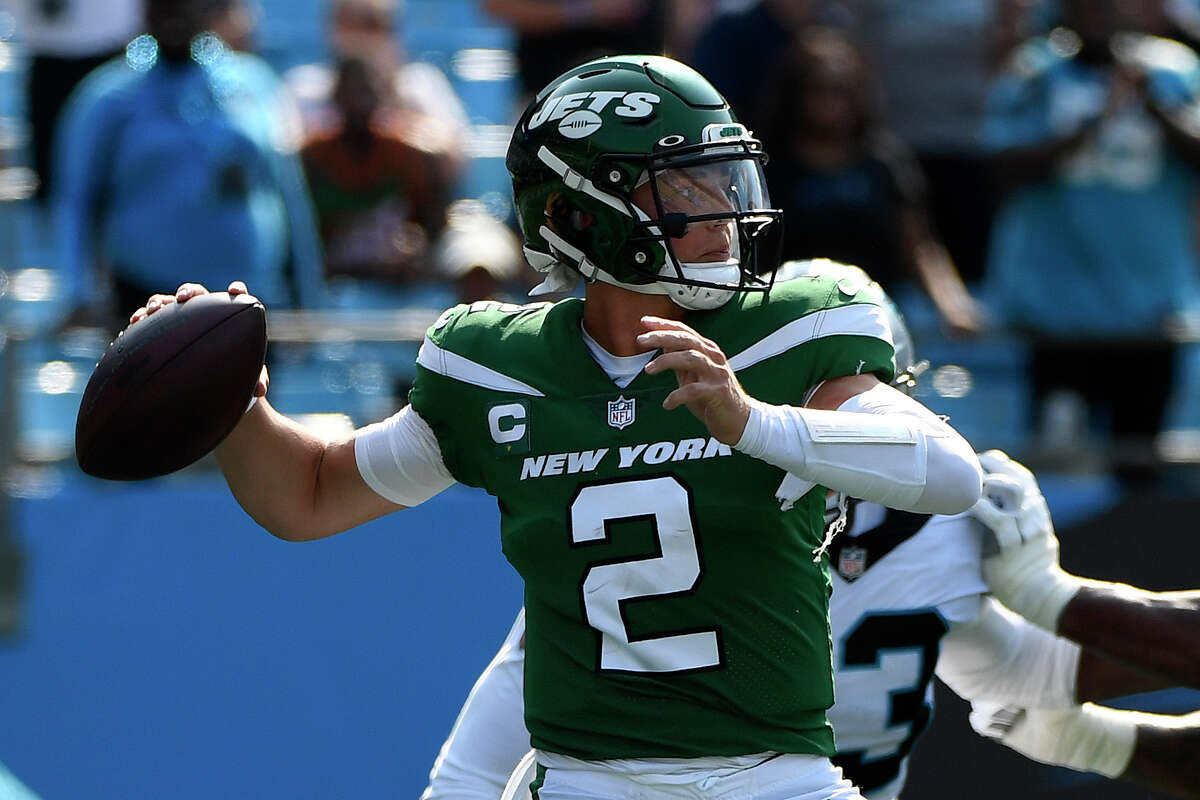 CHARLOTTE, NORTH CAROLINA - SEPTEMBER 12: Zach Wilson #2 of the New York Jets throws a pass during the second half against the Carolina Panthers at Bank of America Stadium on September 12, 2021 in Charlotte, North Carolina. (Photo by Mike Comer/Getty Images)