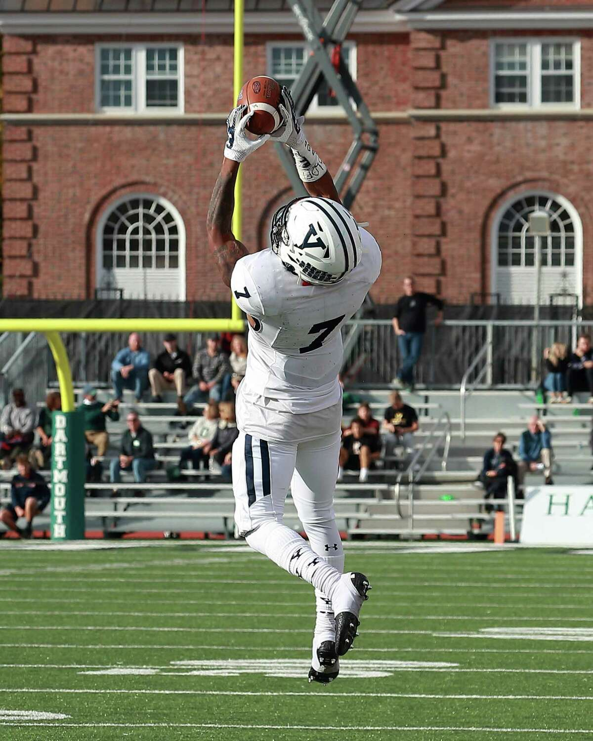 Yale Univerity senior wide receiver Melvin Rouse makes a catch against Dartmouth.