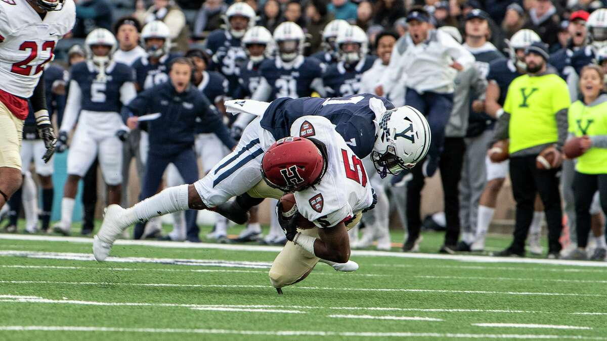 Yale Univerity's Melvin Rouse (7) plays against Harvard.