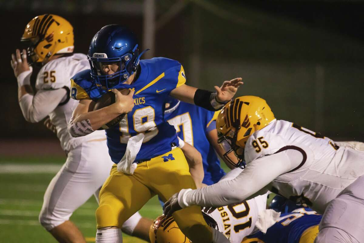 Midland's Drew Barrie carries the ball during the Chemics' game against Davison Friday, Oct. 8, 2021 at Midland Community Stadium. (Drew Travis/for the Daily News)