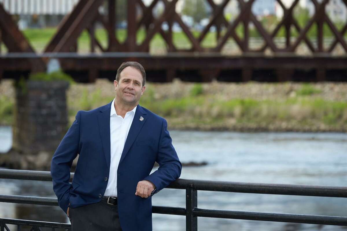 David Eldridge, running as a Democrat, is challenging longtime incumbent Mayor Mark Lauretti.