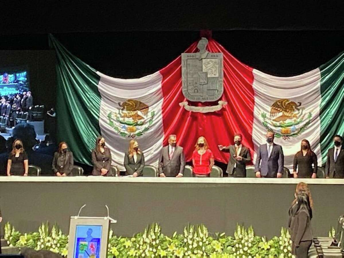 Samuel García tomó posesión como gobernador de Nuevo León, México, el viernes.