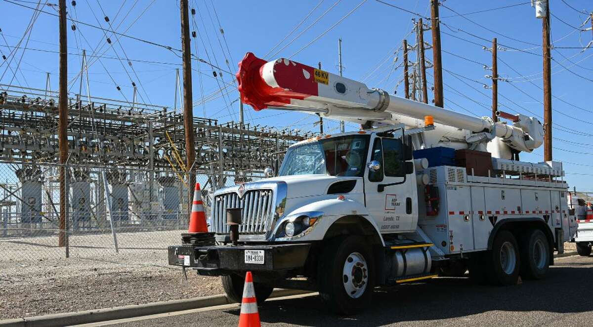 AEP Texas workers respond to a power outage Sunday Oct. 10, 2021. The outage affected thousands of residents in central Laredo.